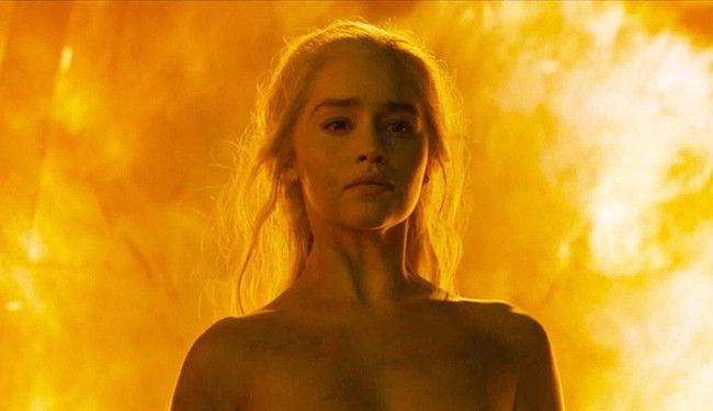 Ni se rupe de legea avocaturii! O să ne plimbăm în curu' gol prin foc ca Daenerys Targaryen şi o să căpătăm imunitate absolută. Că nulităţi absolute sunt destule!